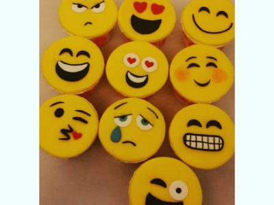 Emoji cup cakes