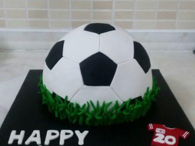 Futbol topu pastası